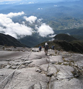 Borneo_Kinabalu descending from summit plateau