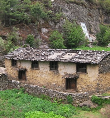 Everest Base Camp - Traditional House near Monjo
