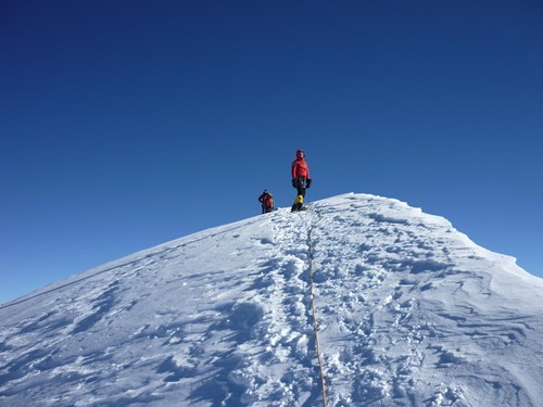 tips for climbing at extreme high altitudes adventure alternative