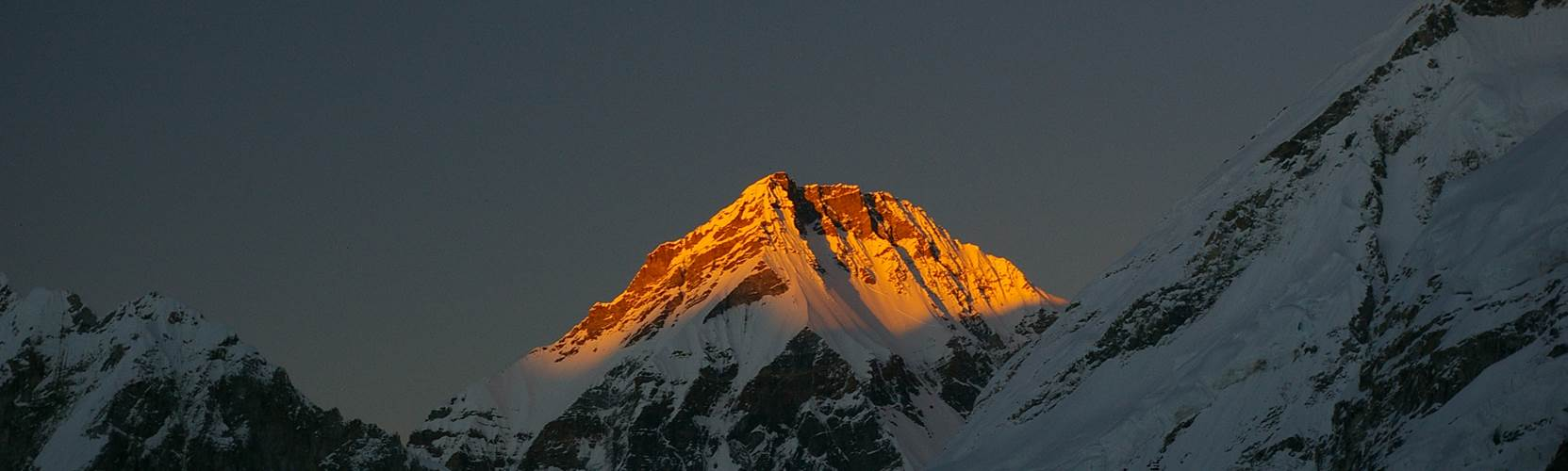Himalayan Peaks - sunset over the mountains
