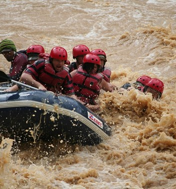 rafting in borneo