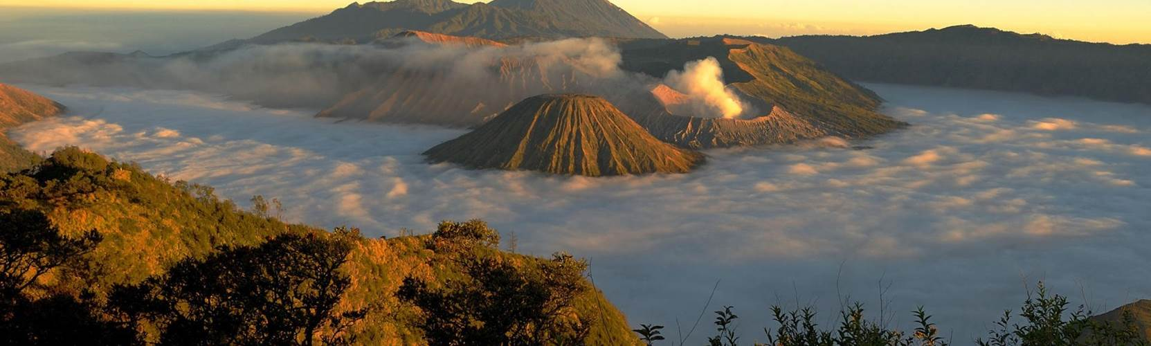 Indonesia treks Mount Bromo