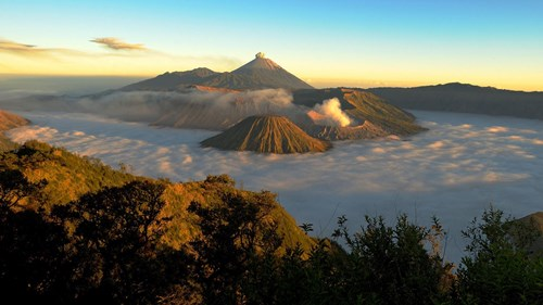 mount bromo, solar eclipse tour
