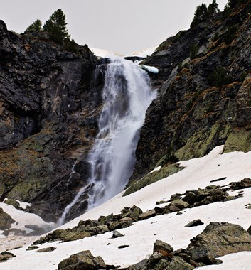Winter Tour of the Rila Mountains - Skakavista Waterfall