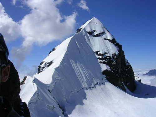Pequeno Alpamayo summit ridge .jpg