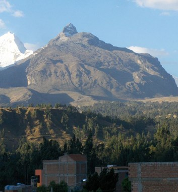 View from La Paz towards Illimani