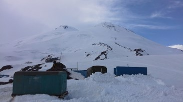 Huts on Elbrus with mountain  behind.jpg