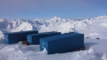 Huts on Mount Elbrus.jpg