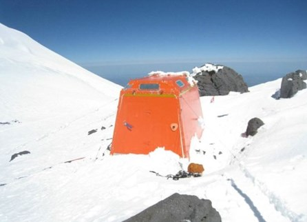 Emergency shelter Elbrus.JPG