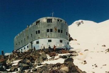 The old Priut-11 hut on Mount Elbrus.jpg