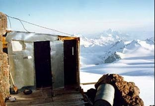 Toilet on mount Elbrus.jpg